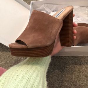 Steve Madden Manner Tan Suede Shoe